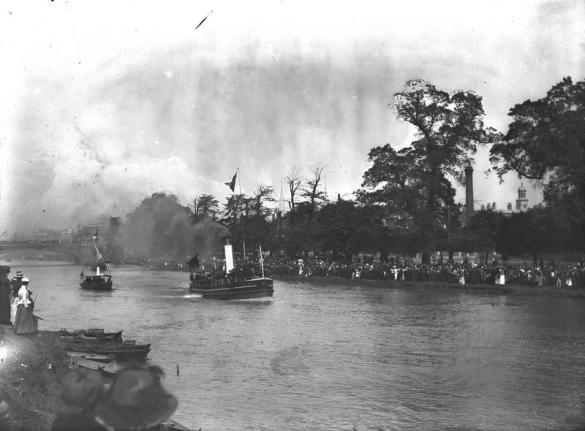 If you look carefully at this image, thought to be of the regatta held for the opening of the bridge, you can just about see Skeldergate Bridge open in the background (reference y_11143).