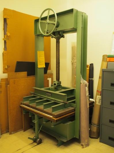 Freestanding press