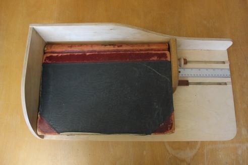 Book measuring device